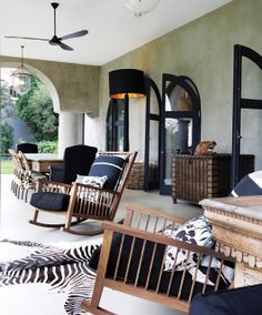 Inspirado Por: Tessa Proudfoot Black and white Outdoor Room Porch with Rocking Chairs and Zebra Rugs Arched Doorways with black trimmed doors Outdoor Rooms, Outdoor Living, Outdoor Furniture Sets, African Interior Design, South African Homes, Living Haus, African Home Decor, Crib Sets, Deco Design