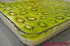 Pembe Tatlar: Kedidilli Meyveli Pasta