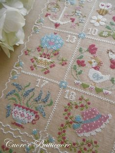 shabby summer 1 Counted Cross Stitch Patterns, Cross Stitch Embroidery, Hand Embroidery, Cross Stitch House, Modern Cross Stitch, Shabby, Summer Calendar, Charts And Graphs, Le Point