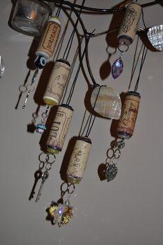 Lavender Clouds: Wine Cork Ornaments  http://liliannagrace.blogspot.com/2010/11/wine-cork-ornaments.html#