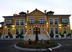 Hoteles asturianos Mansions, House Styles, Home Decor, Littoral Zone, Elopements, Hotels, Pictures, Decoration Home, Manor Houses