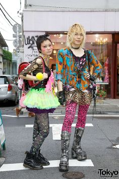 Japanese artist Tensei Sugahara in punk/gothic fashion & girl with torn net top, candy choker, and cat face paint in Harajuku. Japanese Streets, Japanese Street Fashion, Tokyo Fashion, Harajuku Fashion, Lolita Fashion, Gothic Fashion, Harajuku Clothing, India Fashion, Harajuku Mode