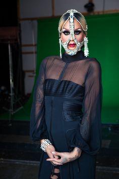 Past Contestants of RuPaul's Drag Race backstage during filming of Season Raja Drag King, Drag Queens, Raja Gemini, Sharon Needles, Lgbt, Rupaul Drag Queen, Reality Shows, Drag Makeup, Club Kids