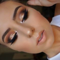Gold eye makeup and nude lips - LadyStyle
