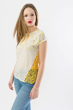4e5d29886c475 Suzy Shier Printed High Twist Top with Crochet Trim