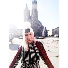 Domowe sposoby na spierzchnięte usta | Sekrety Piękna Uroda Lifestyle 20 Ml, Flower Oil, Bronzer, Blond, Serum, Winter Hats, Fashion, Moda, Fashion Styles