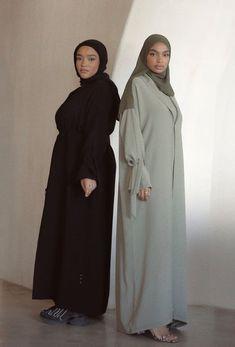 Muslim Fashion, Modest Fashion, Hijab Fashion, Fashion Outfits, Muslim Girls, Muslim Women, Metallic Pleated Skirt, Stylish Hijab, Minimal Outfit