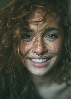 Photos of Beautiful Women with Freckles. Stunning 36 Girls showing Freckles Are Beautiful. Hottest Women with Freckles. The hottest natural beauties. Pretty People, Beautiful People, Beautiful Women, Photo Portrait, Portrait Photography, Beauty Photography, Photography Of People, Happy Photography, Woman Portrait