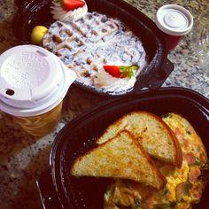 #breakfast #desayuno #coffee #capuccino #eggs #waffles #nutella