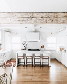 Fantastic modern farmhouse kitchen Ideas and Design Part 1 ; farmhouse kitchen on a budget; Modern Farmhouse Kitchens, Home Kitchens, White Farmhouse, Casa Milano, Casa Top, All White Kitchen, House Ideas, Ideas Hogar, Cuisines Design