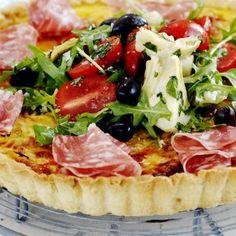 Italiensk paj med salami 111 röster 17 ingredienser | 15 minuter Allt talar för en rosé – det blir bara så gott. Till exempel: 2006 Peñascal Rosado Tempranillo Shiraz, 55:–, Castilla y León, Spanien, 98411. Vintips Jens Dolk BUFFÉI UGNPAJVARMRÄTT