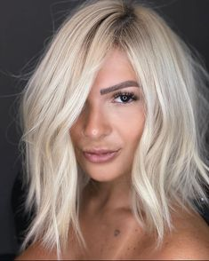 The Effective Pictures We Offer You About icey platinum blonde hair A quality picture can tell you m Blonde Hair Shades, Blonde Hair Looks, Light Blonde Hair, Balayage Hair Blonde, Ombre Hair, Short Platinum Blonde Hair, Long Bob Blonde, Ashy Blonde, Blonder Afro
