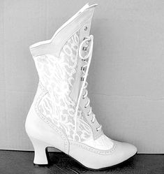 wedding cowgirl boots for the bride | not feeling the cowgirl boot ...