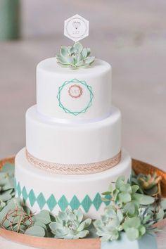 Geometrische Liebeskunst in der Wollfabrik JULIA SCHICK http://www.hochzeitswahn.de/inspirationsideen/geometrische-liebeskunst-in-der-wollfabrik/ #wedding #love #cake