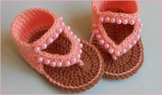 Today I would like to present you these cute sandals for a baby princess. You can crochet this stylish baby sandal very easily following the written pattern and detailed video tutorial. The braided decorations give these booties an even more fancy look, but they are optional.