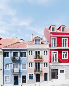 Planning a trip to Portugal? Here is the ultimate itinerary for Portugal in 1 week. Only have one week in Portugal? Don't worry, you can do a lot in seven days. Here are my suggestions for the ultimate 1 week Portual itinerary. Road Trip Portugal, Portugal Travel, Visit Portugal, Garden Deco, Zona Colonial, Belle Villa, Real Estate Investing, Mykonos, Solo Travel