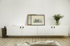 White cabinets from IKEA Bestå with black/chrome leather handles from Sofia Agardtson