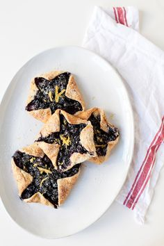 http://tipsalud.com  4th of July Dessert Recipe :: Mini Blueberry Galette Stars!