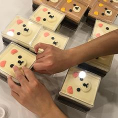Dessert Boxes, Dessert Decoration, Dessert Packaging, Food Packaging, Cute Bakery, Bottle Cake, Kawaii Dessert, Icebox Cake, Cute Desserts