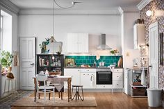 Die Schneller-als-Fast-Food-Küche. Fast Food, Interior, Kitchen, Table, Room, Furniture, Home Decor, Chair, Tile
