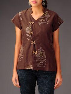 Stylish Tops for Women & Girls - Indian Fashion Ideas Short Kurti Designs, Kurta Designs, Blouse Designs, Stylish Tops For Women, Crop Top Designs, Kurta Neck Design, Kurti Patterns, Designs For Dresses, Pakistani Dress Design