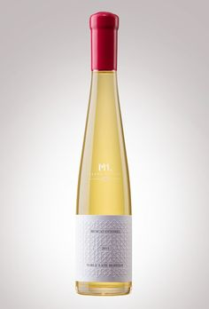 M1.Crama Atelier - Noble Late Harvest, Muscat Ottonel 2011. Clear definition of the sweet wine: dense, concentrated, fragrant and elegant. But what sets it apart is the liveliness and freshness. 174 g/l sugar. Only 1,983 bottles of 375 ml.