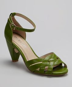 adorable retro green heels - wish I could wear these today!