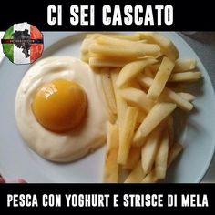Eggs and French fries? Yogurt, a canned peach, and apple slices. Awesome And Easy Pranks To Get You Ready For April Fools' Day pics) Huevos Fritos, Gula, Apple Slices, Food Humor, The Fool, Chefs, Kids Meals, The Best, Good Food