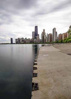 Nightlife in Chicago. Chicago weekend nightlife for under and over Chicago River, Chicago City, Chicago Skyline, Chicago Nightlife, Nightlife Travel, Milwaukee City, Visit Chicago, The Second City, Grant Park