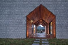 Located in Manhwa-ri, South Korea, the Manhawricano home is designed by Rieuldorang Atelier architects. In this residential project, architect Kim Seongyoul aim Ulsan, Temples, Atelier Photo, Architecture Résidentielle, Journal Du Design, Grey Brick, Cladding, The Ordinary, Exterior Design