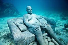 De la sfinti scufundati, la zeitati grecesti - iata cele mai uimitoare statui subacvatice din lume!