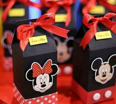 me encanta!! Fiesta Mickey Mouse, Mickey Mouse Baby Shower, Red Minnie Mouse, Mickey Mouse Parties, Baby Mickey, Mickey Party, Mickey Mouse Clubhouse Birthday Party, Minnie Mouse 1st Birthday, Deco Disney