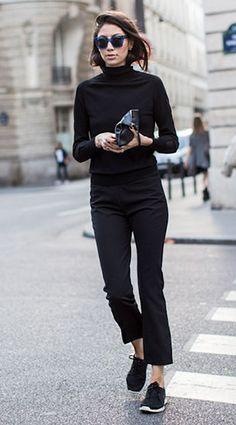 เสื้อคอเต่าสีดำ, กางเกงสีดำ