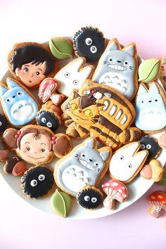 wow, so cute! My neighbor Totoro icing cookies. Studio Ghibli Art, Cute Desserts, Cute Cookies, Iced Cookies, Kawaii Cookies, My Neighbor Totoro, Cookie Designs, Cute Food, Bento