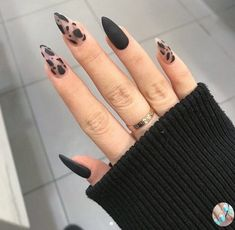 Edgy Nails, Grunge Nails, Stylish Nails, Short Stiletto Nails, Edgy Nail Art, Black Acrylic Nails, Best Acrylic Nails, Black Nail Art, Oval Nail Art