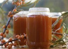 Na zimu je dobré připravit si zásoby vitamínů,  jednou z nejvíce bohatých rostlin na vitamín C je rakytník. Pyré z rakytníku může mít různé chutě, chutná na slano i na sladko.
