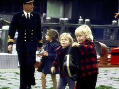 1 augustus 1975 - Prins Willem-Alexander (r) met broer Constantijn (m) op bezoek bij de Amsterdamse brandweer.