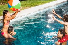 Check out these great pools games your guests will love (especially the little ones!)
