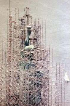 #andamios alrededor de la Estatua de la Libertad