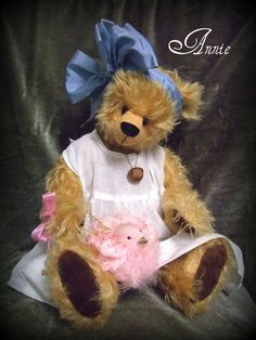 Mohair Artist Teddy Bear by Michelle Mutschler-Annie-Music Box Insert-Laura's Theme Teddy Bears For Sale, Vintage Teddy Bears, Boyds Bears, 3 Bears, Love Bear, Bear Toy, Art Dolls, Artist, Cute