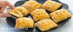 Mini kaas broodjes Old and new recipe: savory puff pastry snack filled with creamy cheese and… Tea Snacks, Recipes Appetizers And Snacks, Savory Snacks, Tapas, Love Food, A Food, Food And Drink, Sandwiches, Different Recipes