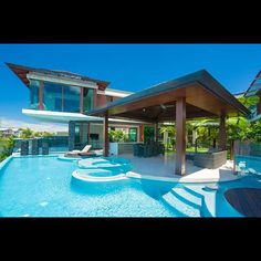 Pool in the house Style At Home, Moderne Pools, Dream Pools, Mansions Homes, Tropical Houses, Cool Pools, Outdoor Areas, Pool Houses, Pool Designs