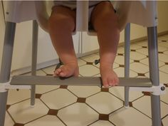 The lack of a foot rest is really the only issue with the well-known IKEA ANTILOP baby high chair. We found several ideas online on how to add a foot Cute Desk Chair, Baby Chair, Big Comfy Chair, Most Comfortable Office Chair, Ikea High Chair, High Chairs, Antilop High Chair, Ikea Baby, Cool Chairs