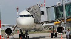Diyarbakır Havalimanı'ndan ilk yurtdışı uçuş Erbil'e yapıldı. Diyarbakır Havalimanı'nda terminal binası ve apronun yetersizliği nedeniyle bugüne kadar yapılamay...
