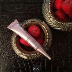 No dejes que las arrugas te apaguen. ¡Diles adiós con el Rellenador de Arrugas Profundas TimeWise Repair® Volu-Fill! #MaryKay #Belleza #Piel