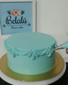 Técnica de ornamentos Belalu ...#wiltoncakedecorating #wiltoncakes #festaemcasa… Mais