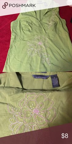 Women Green Top ⚡️Reduced $⚡️ Great conditions, Size M.  ***Check my lists to save on shipping costs and 10% if you buy 2 items or more*** ****smoke free home**** ***we have dogs*** ***All my items will be washed before shipping*** Blessings and thanks for share my lists :D Tops Blouses
