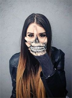 Looking for for ideas for your Halloween make-up? Browse around this website for cute Halloween makeup looks. Hand Makeup, Sfx Makeup, Costume Makeup, Makeup Art, Makeup Ideas, Scary Makeup, Horror Makeup, Zombie Makeup, Makeup Tutorials