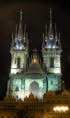 The Church of Our Lady before Tyn at night, Prague, Czechia Most Beautiful Cities, Beautiful Buildings, Prague Travel Guide, Prague Old Town, Church Of Our Lady, Prague Czech Republic, Religious Architecture, Cathedral Church, Old Churches