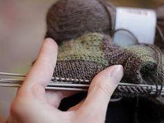 k o t t b y: Silmukoiden poimiminen kantalapun reunasta Boot Cuffs, Fingerless Gloves, Arm Warmers, Crafty, Knitting, Pattern, Craft Items, Yarns, Tutorials